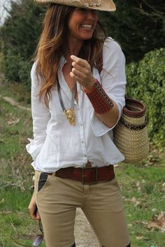 so cute... white shirt with beige pants and hat...