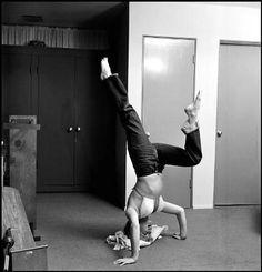 Philippe Halsman Marilyn Monroe Workout Sitting 1952 Photos