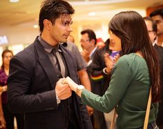 Popular actor Karan Singh Grover is expected to get back in the television show Qubool hai. Qubool Hai, Movie Pic, Indian Drama, Girl Hiding Face, Cute Boy Photo, Boy Photos, Muslim Couples, Bollywood News, Best Couple