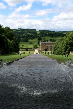 Since we are in Derbyshire we must stop by Chatsworth House, which is basically impossible to reach by public transport, but possibly worth hiring a car. (jojo77 on flickr) #places I always mean to...
