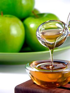 Traditional foods for Rosh Hashonah: apples and honey