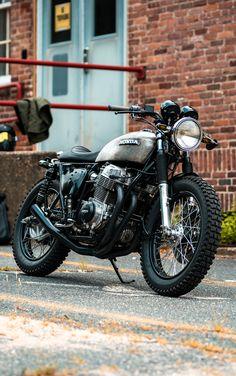 Happy #motomonday 🏍 🌞 Cb750 Cafe Racer, Cafe Racer Motorcycle, Motorcycle Gear, Triumph Motorcycles, Vintage Motorcycles, Scrambler Custom, Honda Cb750, Classic Bikes, Custom Bikes