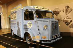 フランス西部自動車クラブの展示。「シトロエンHトラック」の安全運転指導車