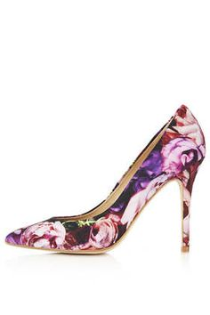 Gwenda printed textile pointed courts