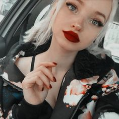 dove cameron icons,, I just had to do this photo twice !Dove Cameron has the most beautiful lips I've ever seen ! Dove Cameron Lips, Dove Cameron Style, Dov Cameron, Dove And Thomas, Les Descendants, Famous Girls, Aesthetic Images, Melanie Martinez, Celebs