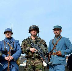 #puzzleAdT (3/6)  Soldats d'hier et d'aujourd'hui réunis à Verdun  #armeedeterre #armeefrancaise #frencharmy #défense #defence #armee #army #instarmee #instarmy #devoirdemémoire #1GM #fantassin #Poilus