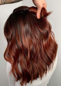 41 Stunning Rich Red Hair Colors For Medium Length Haircuts Want to change your hair color in this winter season? Try these stunning rich red hair colors, looks gorgeous specially for your medium length haircuts. Red Ombre Hair, Bright Red Hair, Hair Color Auburn, Ombre Hair Color, Cool Hair Color, Purple Hair, Hair Colors, Medium Auburn Hair, Winter Hair Colour