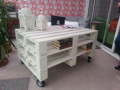 Smart ideas for wood pallets coffee tables. Pallet Furniture Designs, Wooden Pallet Furniture, Wooden Pallets, Bed Furniture, Pallet Wood, Furniture Ideas, Modern Shabby Chic, Shabby Chic Homes, Diy Pallet Projects