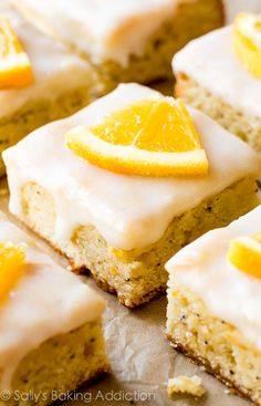 A cross between a blondie and cake, these simple glazed orange poppy seed bars are packed with white chocolate, vanilla, and fresh orange flavor. Try using lemon or even grapefruit - all citrus work in this zesty, incredible dessert bar. Cake Bars, Dessert Bars, Köstliche Desserts, Delicious Desserts, Dessert Recipes, Yummy Food, Wedding Desserts, Cupcakes, Cupcake Cakes