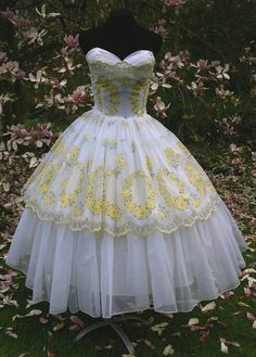 Vintage 1950s 50s Strapless White Tulle & Chiffon over Taffeta Yellow Rose Prom Party Wedding Dress