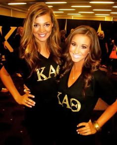 V-neck shirts and wavy hair for recruitment