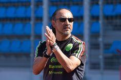 EL DIRECTOR TÉCNICO DEL TRI OLÍMPICO ADVIERTE A CHIVAS 'Potro' Gutiérrez, director técnico de la Selección Olímpica lanza el aviso sobre préstamo de jugadores. ''Cuando ellos los quisieron, los tuvieron; ahora nosotros los necesitamos'', dice.