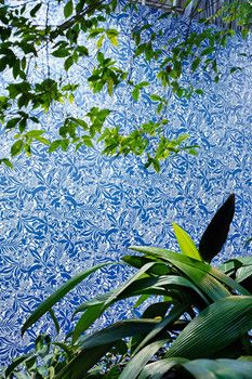 Brewster Home Fashions Kaia Blue Tropical Leaves Ultra Removable Wallpaper