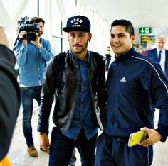04/11 Ney in Amsterdam with a fan