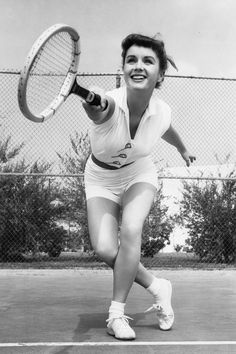 __Debbie Reynolds, circa 1950__ Old Hollywood Actresses, Old Hollywood Stars, Classic Actresses, Hollywood Icons, Golden Age Of Hollywood, Vintage Hollywood, Classic Hollywood, Debbie Reynolds Carrie Fisher, Oscar Winning Movies