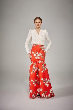 Orange maxi skirt with flowers. Skirt Outfits, Dress Skirt, Dress Up, Maxi Skirts, Daytime Dresses, Love Fashion, Fashion Design, Dream Dress, Dress To Impress