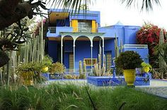 A blue house with a yellow tint of paint