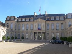 After the Battle of Waterloo, Napoléon returned to the Élysée, signed his abdication there on 22 June 1815, and left the Élysée on the 25th. #palais #elysee #napoleon #paris