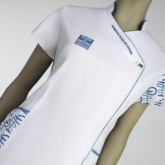 Uniformes sanitarios para clínicas, ópticas y farmacias, todo tipo de uniformes sanitarios, batas médicas, blusas de diseño y personalizadas. Salon Uniform, Spa Uniform, Scrubs Uniform, Healthcare Uniforms, High Collar Blouse, Scrubs Outfit, Clinic Logo, Lab Coats, Nurse Costume