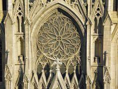 Cathédrale Saint-Patrick de New York — Détail de la façade.