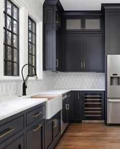 Excellent modern kitchen room are readily available on our site. Take a look and you wont be sorry you did. Farmhouse Style Kitchen, Modern Farmhouse Kitchens, Black Kitchens, Home Decor Kitchen, Kitchen Interior, New Kitchen, Home Kitchens, Kitchen Ideas, Awesome Kitchen