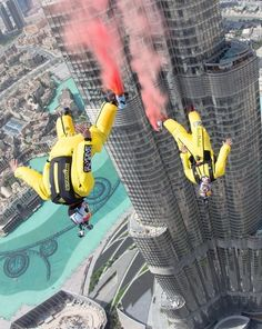 Fred Fugen and Vincent Reffet jump into the record books with the highest BASE jump off the world's tallest building. Radical Sports, Extreme Sports, Dubai, Rollers, Extreme Photography, Sport Photography, Trekking, Ski, Escalade