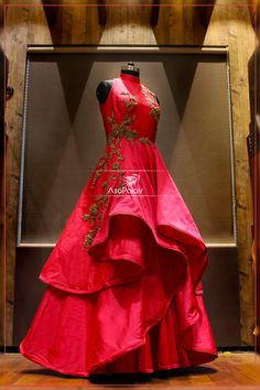 When is doubt, wear ‪#‎RED‬! Isn't this a stunner! ‪#‎ElegancePersonified‬…