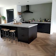 Kitchen Time, Kitchen Island, Shaker Style Kitchens, Modern Kitchen Interiors, Apartment Design, Countertops, New Homes, Interior Design, Home Decor