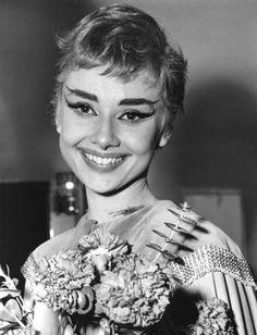 Audrey Hepburn.Backstage of Ondine 2/18/54.