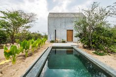 Casa Tiny offers to its guests, who can now rent it through Airbnb. The cozy house is located on the Oaxaca Coast in Mexico near Casa Wabi, an artists' retreat founded by Mexican artist Bosco Sodi Architecture Design, Minimalist Architecture, Creative Architecture, Vernacular Architecture, Home In Latin, Wabi Sabi, Casa Wabi, Concrete Houses, Concrete Patio