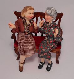 New gossip ladies is a set of two handmade dolls created in polymer clay by the portuguese artist Alicia Volta. Both were modeled by hand without