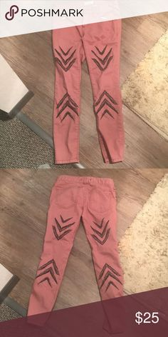Free People cropped pants ankle length, skinny, arrow design Free People Pants Ankle & Cropped