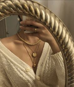 Hegia de Boer on Creme cardigan and gold jewelry (plus some pearls too ) are my favorite go-to what is yours . Top and bottom necklaces: cincostore Cream Cardigan, Chunky Cardigan, Cute Jewelry, Gold Jewelry, Jewelery, Jewelry Bracelets, Women Jewelry, Jewelry Clasps, Victorian Dresses