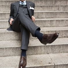 tailormadestyle: Grey three-piece suit Navy socks Brown wingtip oxfords Definitely my kind of style. Dapper Gentleman, Gentleman Style, Sharp Dressed Man, Well Dressed Men, News Fashion, Suit Shoes, Three Piece Suit, 3 Piece, Mens Fashion Wear