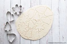This salt dough ornament recipe is so easy to make! Make the best salt dough ornaments with these great tips for how to make salt dough. Art Activities For Toddlers, Christmas Activities For Kids, Christmas Globes, Kids Christmas, Best Salt Dough Ornament Recipe, Homemade Xmas Gifts, Salt Dough Christmas Ornaments, Salt Dough Crafts, Easy Christmas Decorations