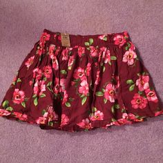 Hollister Skirt NWT! Cute flowery skirt! Is very flowy and is perfect for spring and summer! WILL BUNDLE! Hollister Skirts Mini