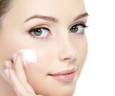 Home Remedies for dry skin treatments depend entirely on the causes of the condition. But the one common aim to to restore the moisture content of the skin. Facial For Oily Skin, Skincare For Oily Skin, Tips For Oily Skin, Oily Skin Care, Moisturizer For Dry Skin, Oily Face, Homemade Moisturizer, Summer Beauty Tips, Beauty Tips For Face