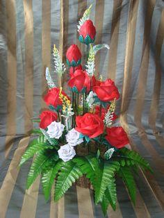 arreglo de rosas rojas hecho en foamy con troqueles para el 30 de mayo día de las madres.
