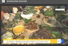 """La Spezia 26-30 Ottobre 2016 Vieni a festeggiare La Spezia? La Fattoria Mamma Chica sarà in Piazza Beverini il 28-29-30 e ti farà toccare con mano i prodotti genuini del territorio. Inoltre il 30 allestiremo anche un piccolo spazio dedicato al Teatro di Paglia (l'unico in Liguria) in Piazza del Mercato, dove ci saranno iniziative ricche ci contenuti, tra cui l'Associazione Culturale """"Fanti di Spade"""" che rievocheranno alcuni momenti storici. Ti aspettiamo per conoscerti!"""