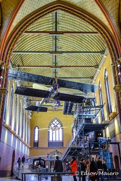 Musée des arts et métiers: A parte inferior do museu esta instalada no que parece ser uma velha igreja