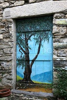 Painted door…..THIS IS SO NEAT…..BET SO MANY HAVE WALKED RIGHT THROUGH WITHOUT REALIZING 'TWAS A DOOR……OUCH!!!……….ccp