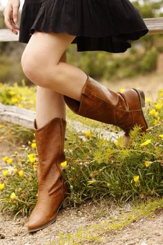 Don't know if I could pull off cowboy boots, but I love it on her!