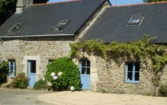 A Bed and Breakfast situated in a small hamlet between Arree Monts and Nantes-Brest Canal.  ᘡղbᘠ