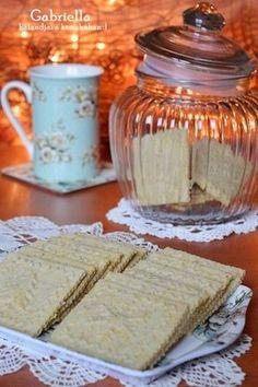 Az egyik legfinomabb keksz, amit valaha sütöttem - érdemes dupla adagot készíteni.   Az elmúlt hónapokban alig sütöttem valamit - sem időm,... Hungarian Desserts, Hungarian Cake, Hungarian Recipes, Waffle Iron, Cake Cookies, Crackers, Waffles, Main Dishes, Biscuits