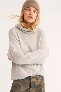What to Pack for a Ski Trip: Best Gear & Outfit Guide Cashmere Turtleneck, Cashmere Sweaters, Cold Wear, Spanx Faux Leather Leggings, Fall Chic, Parka Style, Sweater Layering, Fashion Jackson, Chic Outfits
