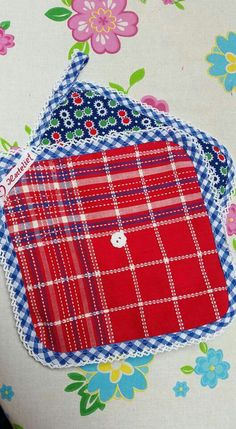Potholders: always a nice little gift. These colorful ones are made from re-used folkloric fabrics.