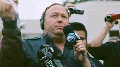 Conspiracy Theorist Alex Jones Apologizes For Promoting Comet Ping Pong 'Pizzagate' Fabrication : The Two-Way : NPR