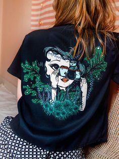 Dibujo a mano detallista de Sofia Lapenta, 100% original, que luego imprime sobre telas delicadas, para crear una prenda exclusiva, con técnicas artesanales, logrando colores vivos y muchísimo detalle #EstampasParaLupa Spandex, Christmas Sweaters, Clothing, Outfits, Art, Style, Fashion, Silk Crepe, Bold Colors