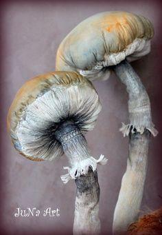 Textile Sculpture, Soft Sculpture, Sculptures, Mushroom Crafts, Mushroom Art, Fabric Birds, Fabric Flowers, Paper Flowers, Fabric Decor