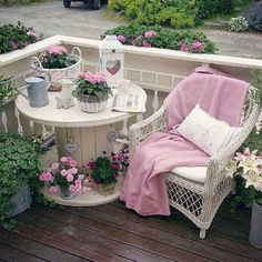 Adding That Perfect Gray Shabby Chic Furniture To Complete Your Interior Look from Shabby Chic Home interiors. Jardin Style Shabby Chic, Shabby Chic Mode, Shabby Chic Colors, Shabby Chic Vintage, Estilo Shabby Chic, Vintage Style, Vintage Decor, Decoration Shabby, Shabby Chic Outdoor Decor